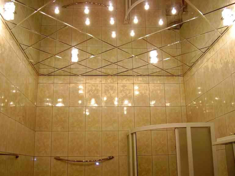 Какой тип потолка лучше всего подойдет в комнатах с высокой влажностью?