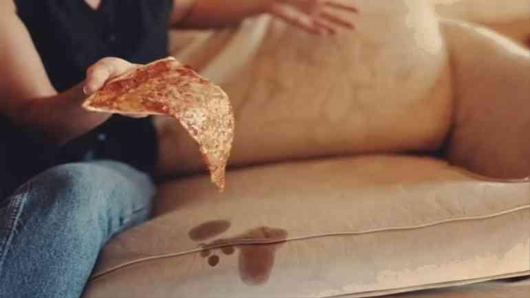 Как быстро убрать пятна на диване