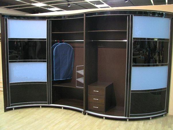 Стоит ли покупать радиусный шкаф для маленькой квартиры