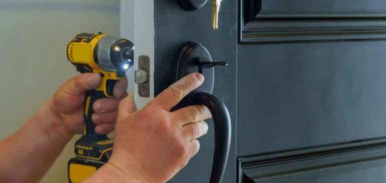 Замена дверного замка в квартире