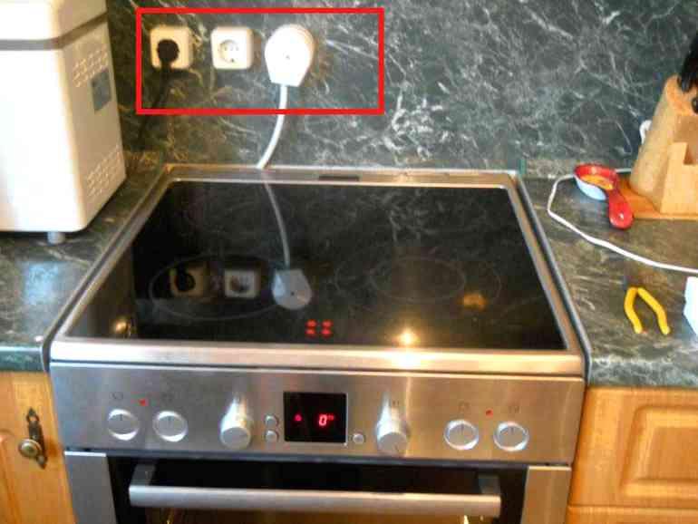 Как удобно и безопасно расположить розетки на кухне