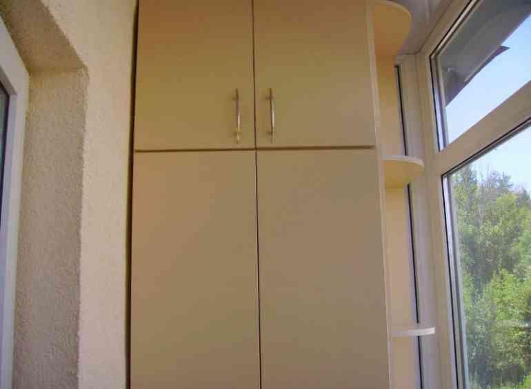 Как сделать шкаф на балконе в который влезет в 2 раза больше вещей