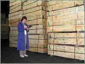 Склад продукции с маркированными ящиками