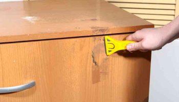 Как очистить мебель от скотча — простые методы