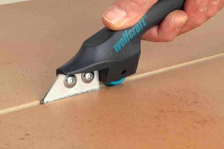 3 рабочих способа как обновить потемневшие плиточные швы