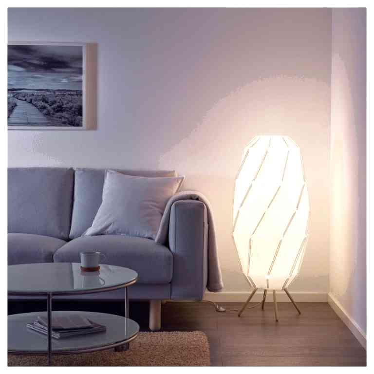 Как выбрать торшер как декоративный элемент освещения гостиной