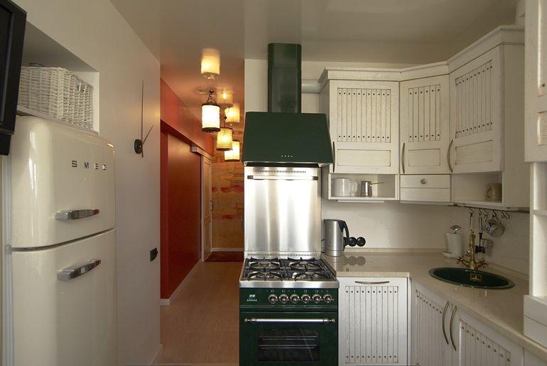 """Какая расстановка для маленькой кухни в """"хрущевке"""" самая удачная"""
