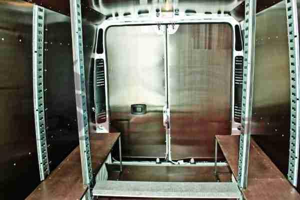 Внутренняя отделка микроавтобуса.