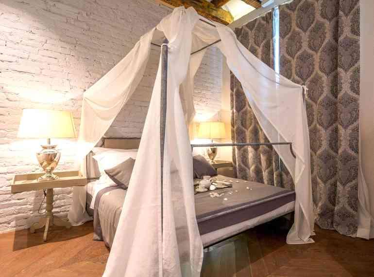 Зачем нужен декор комнаты в виде балдахина над кроватью