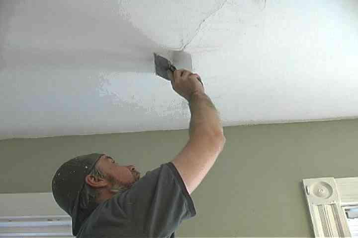 Отчего появляются трещины в гипсокартоновых потолках и как их заделать