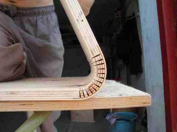 Загибание толстого образца древесно-слоистой плиты